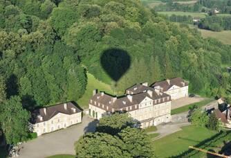 Vue en montgolfière du Château d'Arlay