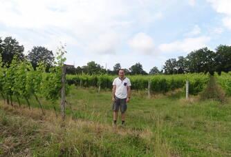 Didier Labat dans son domaine du Moulin de Repassat