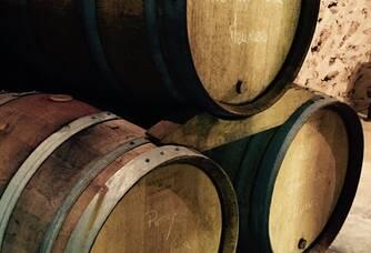 Nos Vins de réserves sont partiellement conservés sous bois quelques mois