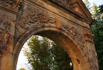Porte du Château de Jonquières